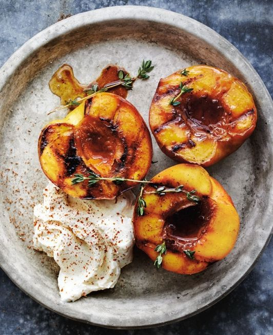 Hochzeit - Honey-Glazed Roasted Peaches With Mascarpone