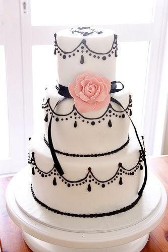 Mariage - Black And White Tiered Cake