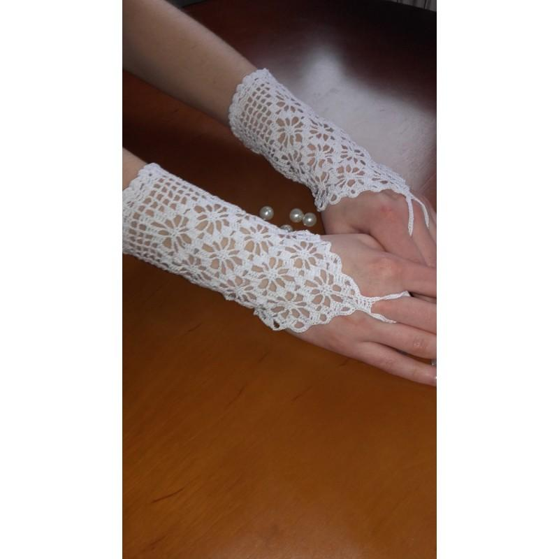 زفاف - wedding gloves, White Lace Gloves, Short Romantic Gloves, Wedding Bohemian Romantic Gloves - Hand-made Beautiful Dresses