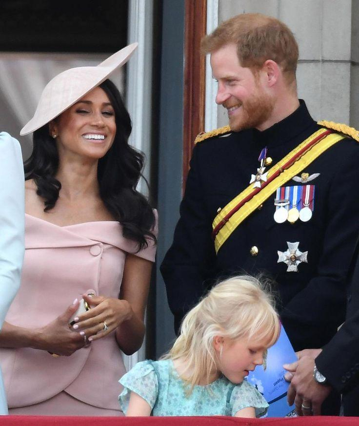 Mariage - Meghan Gives Harry Loving Look As She Joins Royals On Balcony For 1st Time