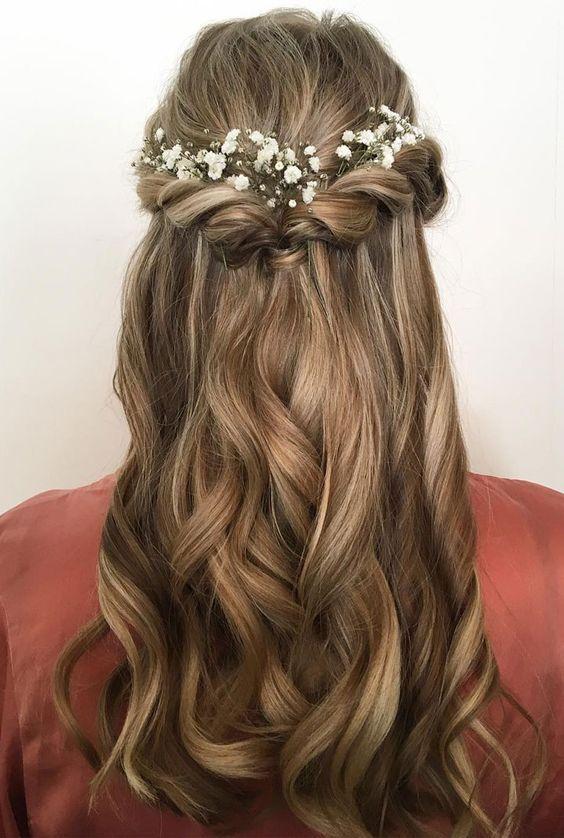 Pretty Half Up Half Down Hair Style Idea Using Flowers As