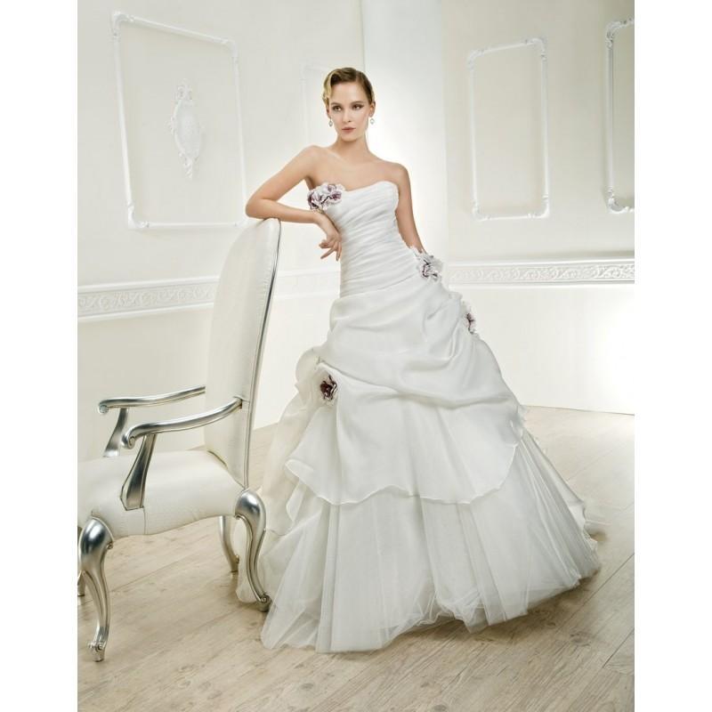 Mariage - Cosmobella, 7600 - Superbes robes de mariée pas cher