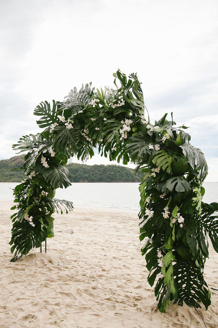 Hochzeit - Costa Rica Destination Wedding With Lots Of Tropical Details