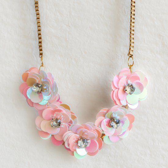Mariage - Make Your Own J.Crew-inspired Sequin Flower Necklace With This Easy To Follow DIY Tutorial.