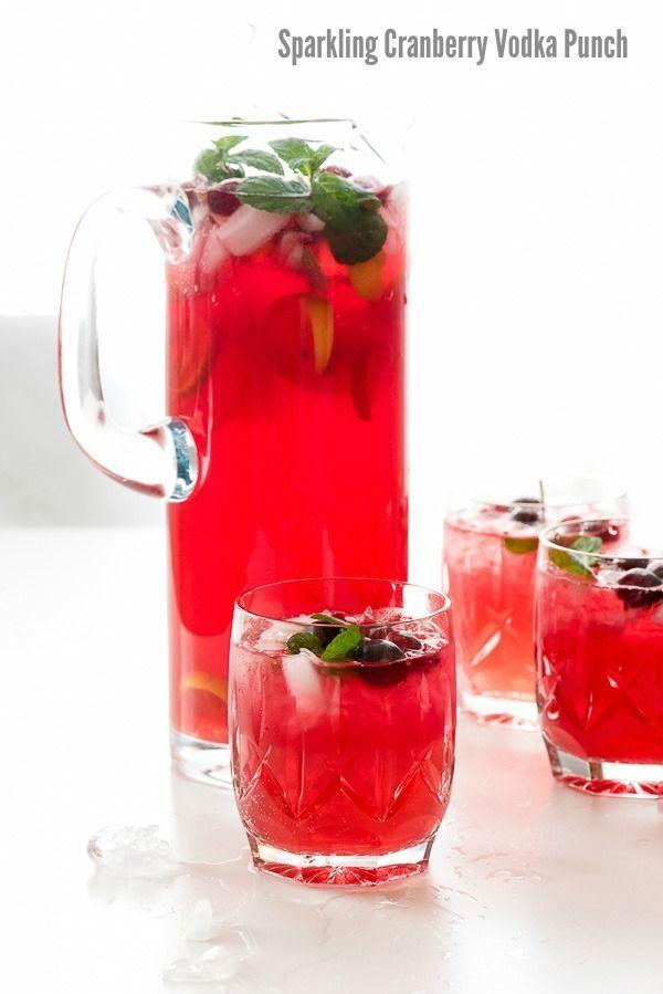 Hochzeit - Sparkling Cranberry Vodka Punch. A Perfect Easy Cocktail Punch Recipe For Holiday Meals And Entertaining. It Can Also Be Warmed With Spices For A M…