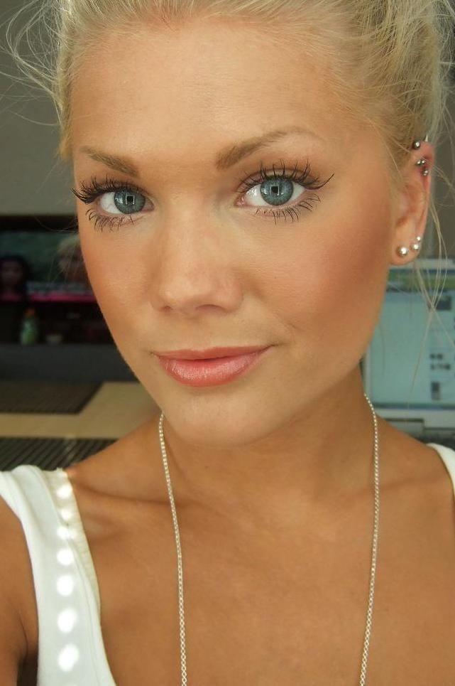 Wedding - This Is How Makeup Should Be Worn: Simple, Almost Like Your Not Wearing Any.