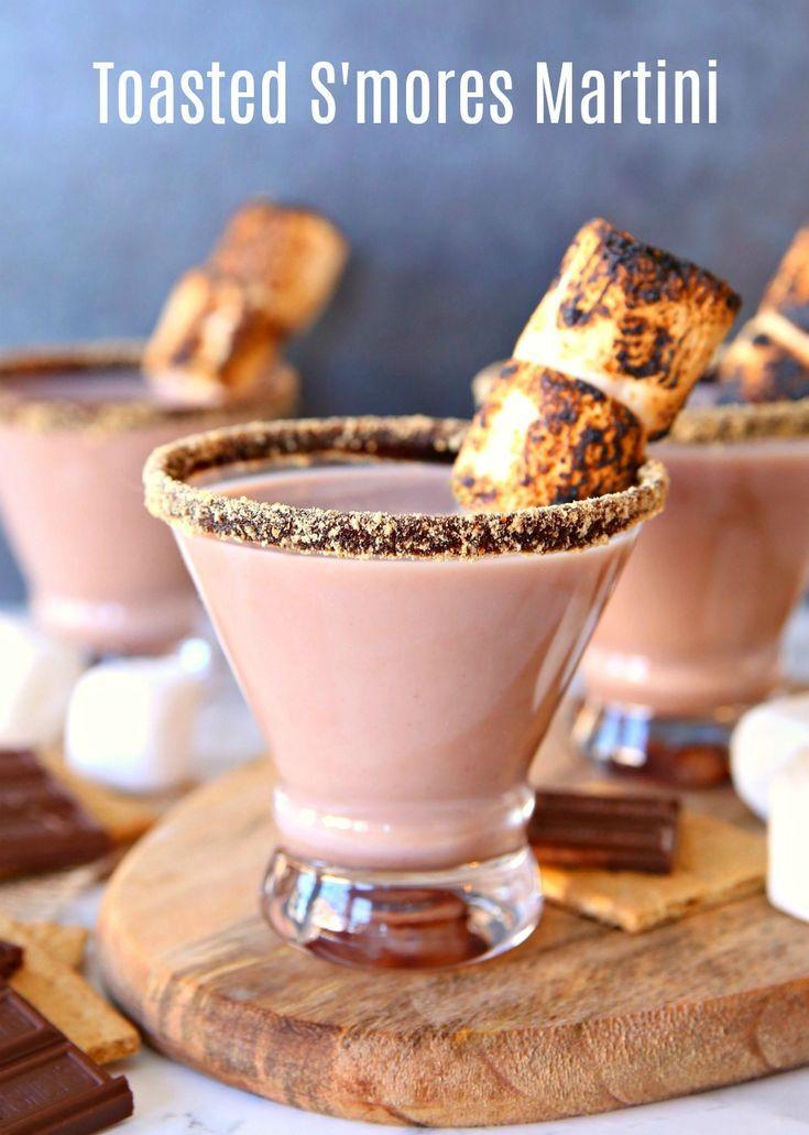 Hochzeit - Toasted S'mores Martini Cocktail