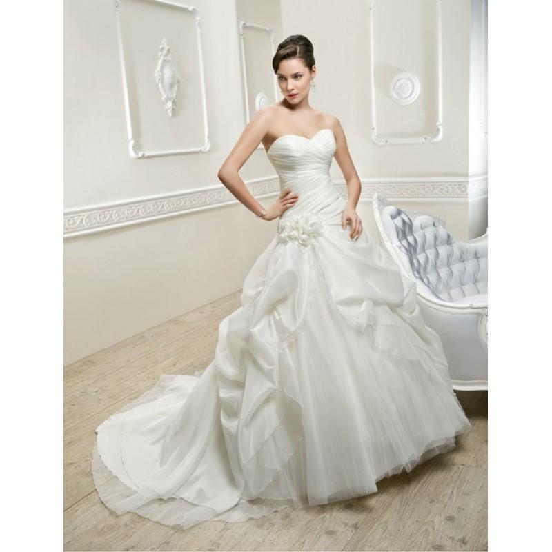 Mariage - Cosmobella, 7597 - Superbes robes de mariée pas cher