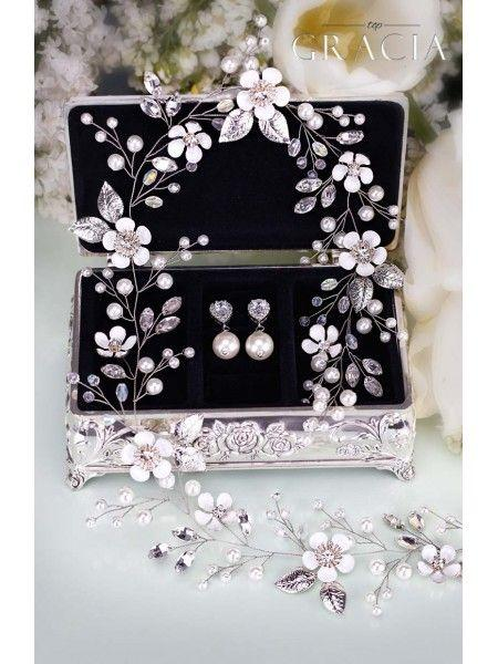 Mariage - Chic Bridal Party Gifts For Women With Peculiar Sense Of Taste #topgraciawedding #bridalparty #gifts #forwomen #bridesmaidgift