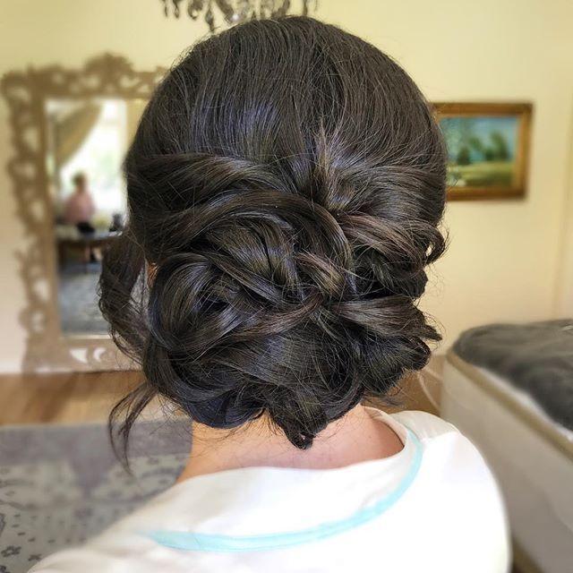 Свадьба - A Beautiful Chignon On Our #VOGbride Alex !    Hairstyling By #VOGpaulina    #Regram Via @veilofgrace