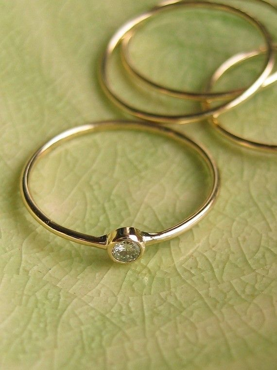 Mariage - Rings Are Going From Crazy Big To Small And Cute. I Like This Trend.
