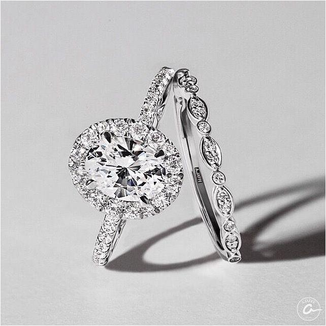 Свадьба - Engagement Rings Vintage. Buy The Finest Symbol Of Your Real Love By Means Of Exquisite Designer Cut, Princess Shape, Or Perhaps Hea…