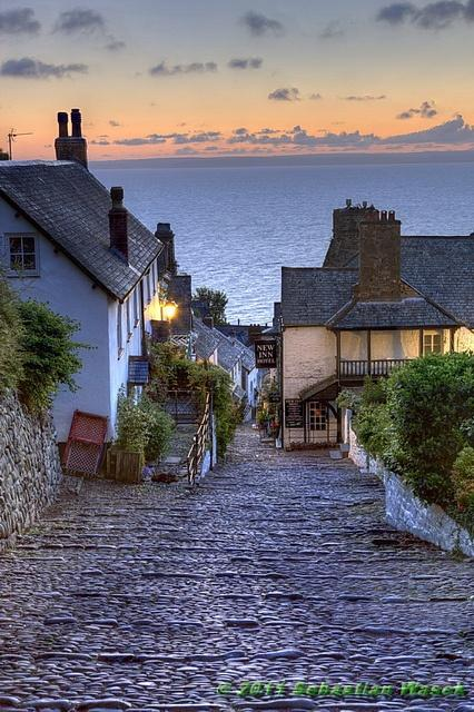 زفاف - Clovelly, England A Pathway To The Sea.  One Of My Most Favourite Places In The Whole Wide World.