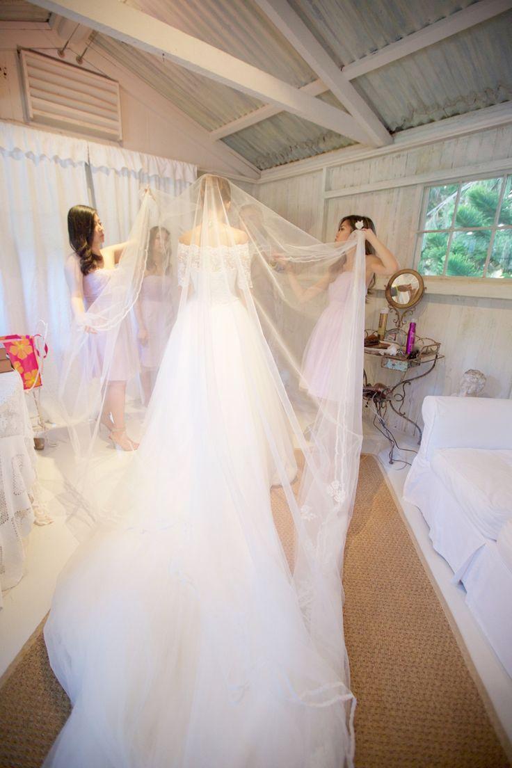 Mariage - Long, Gorgeous Wedding Veil - Jun And Zhao's Hawaiian Wedding Photo By Anna Kim Photography