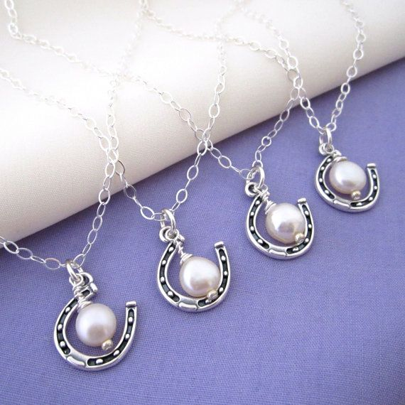 Hochzeit - Bridesmaids' Necklaces For A Country Wedding - Lucky Horseshoe And Pearl