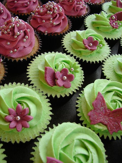 Свадьба - Hot Pink & Lime Green Cupcakes Wth Butterflies And Gerberas