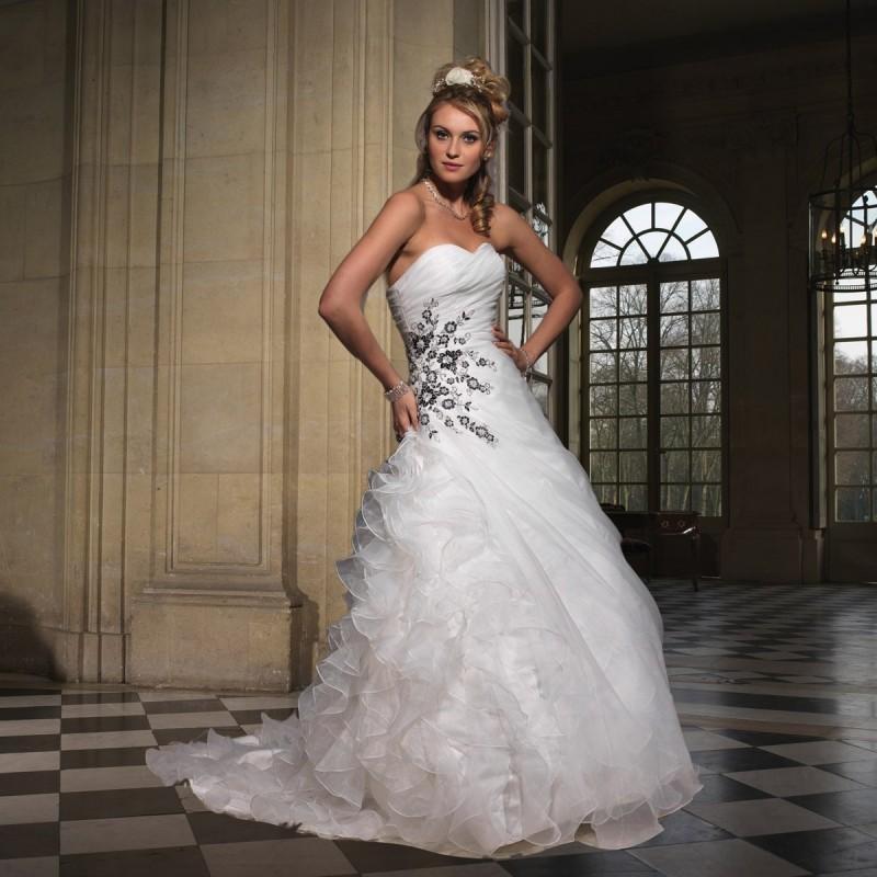 Mariage - Tomy Mariage, Close ivoire et noire - Superbes robes de mariée pas cher