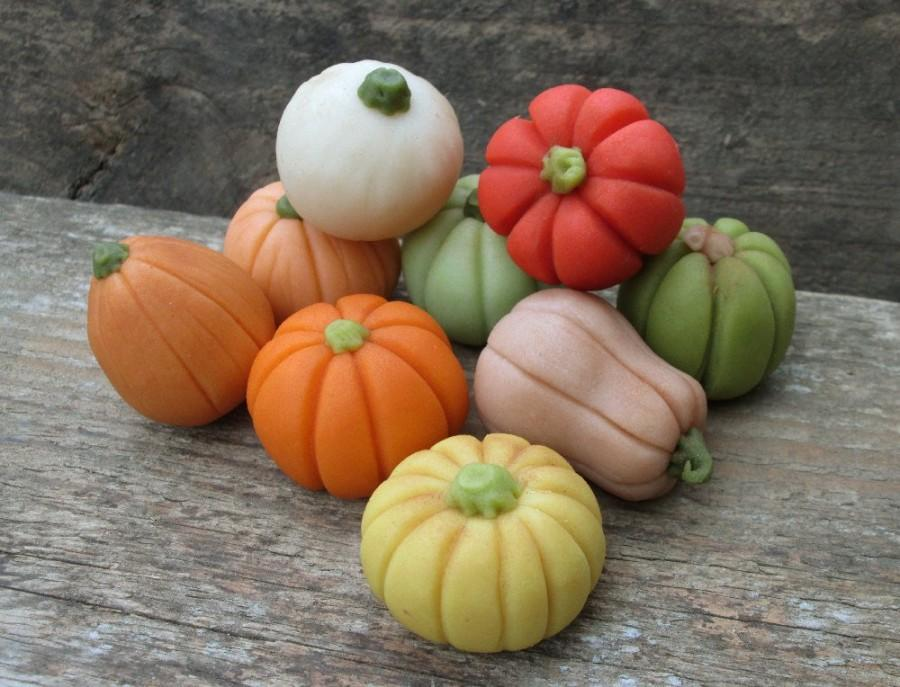 Mariage - Marzipan Pumpkins (9) - 3D marzipan vegetables - fondant pumpkin cake decorations - fall cake decorations - garden cake decorations