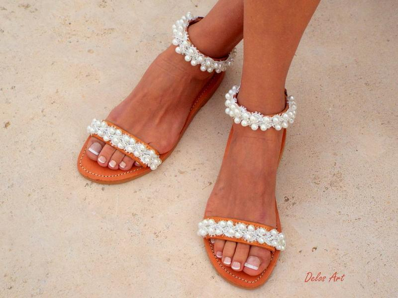 "Свадьба - Bridal sandals, leather sandals, White Beach Wedding Sandals,"" shining bride"" Pearl sandals, Greek Sandal,   Summer shoes"
