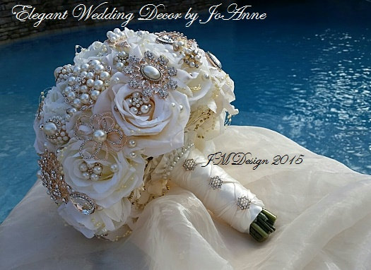 Mariage - IVORY ROSE GOLD Bridal Brooch Bouquet, Custom Wedding Bouquet, Rose Gold Brooch Bouquet with matching Boutonniere- Deposit