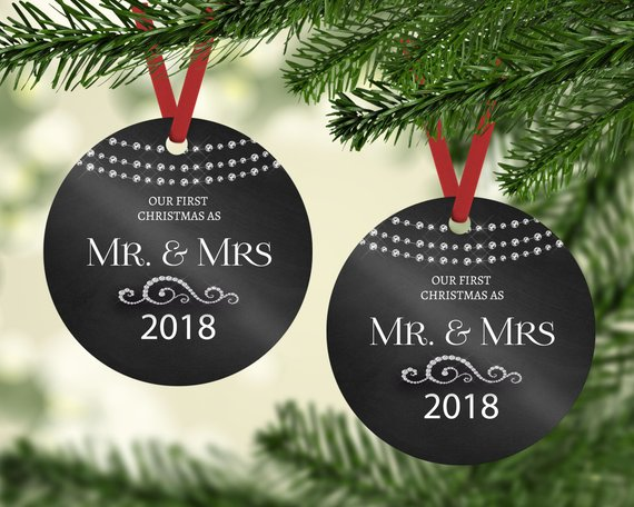 زفاف - First Christmas Ornament married, Our First Christmas as Mr & Mrs Ornament, Newlywed Gift, Couples wedding gift, Marriage gift for couple