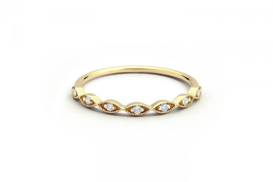 Mariage - Wedding Ring Petite / Matching Wedding Ring / Milgrain Wedding Band / Rose Gold Diamond Wedding Ring / mothers day gift