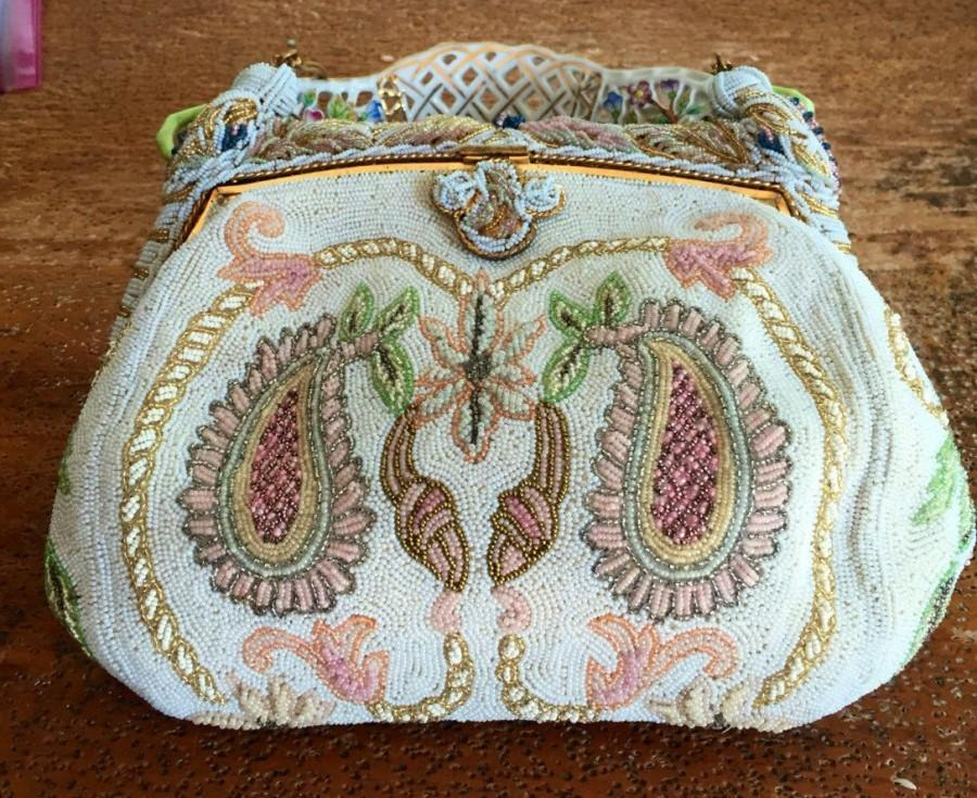 زفاف - French Evening White Paisley Beaded Hand Bag Beaded in France 1940s Something old for Your Wedding? Dreamy