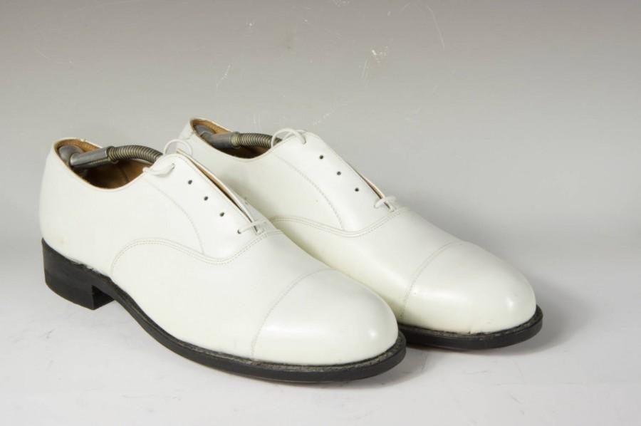 Hochzeit - Men's white oxford, wedding, formal, uniform, size 11, beautiful condition, Builtrite heels, like new though vintage.