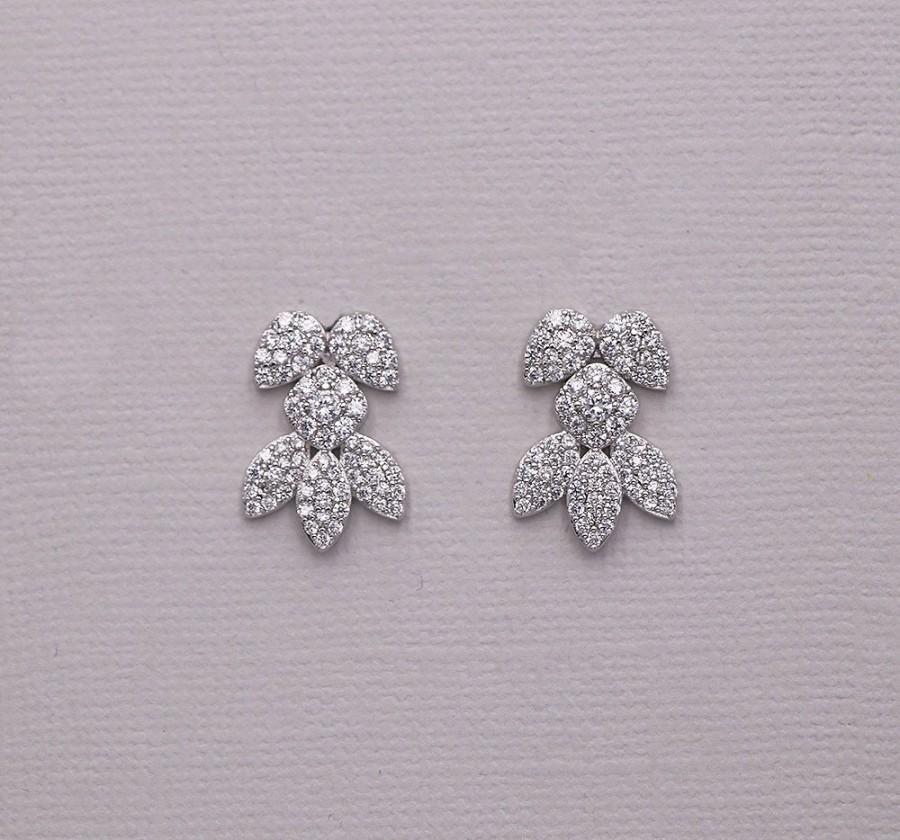 زفاف - Meghan Markle Snowflake Earrings, Stud Cubic Zirconia Earrings, Stud Wedding Earrings, Meghan Snowflake Rehearsal Dinner Stud Earrings