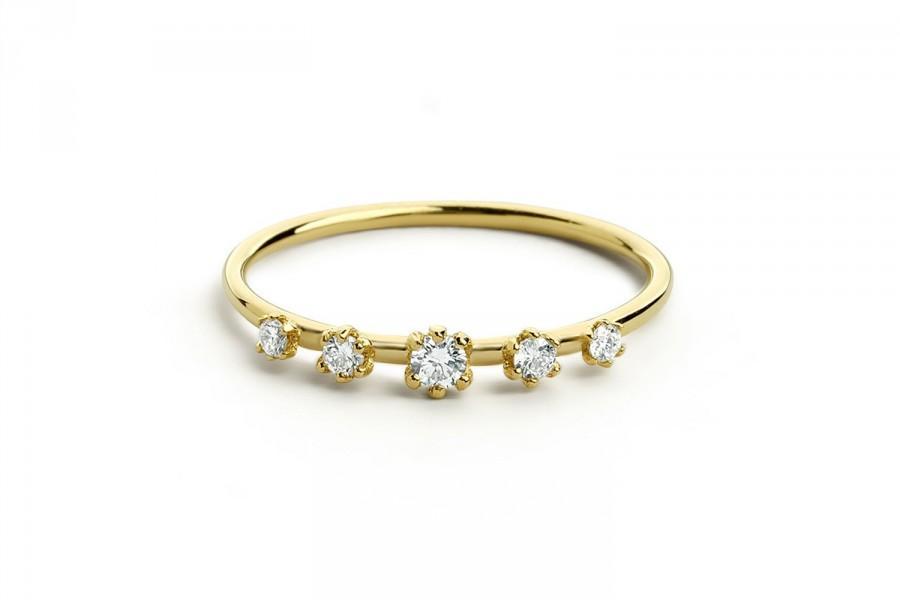 Свадьба - Diamond Wedding Band in 14k Solid Gold / 5 Stone Graduating Diamond Wedding Ring / Diamond Ring / Stacking Ring / Statement Jewelry