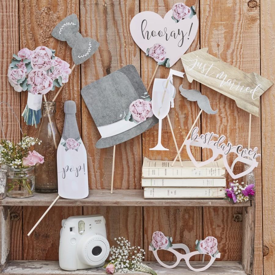 زفاف - Rustic Wedding Photo Props, Table Photo Props, Rustic Photo Props, Hooray Props, Just Married Photo Booth Props