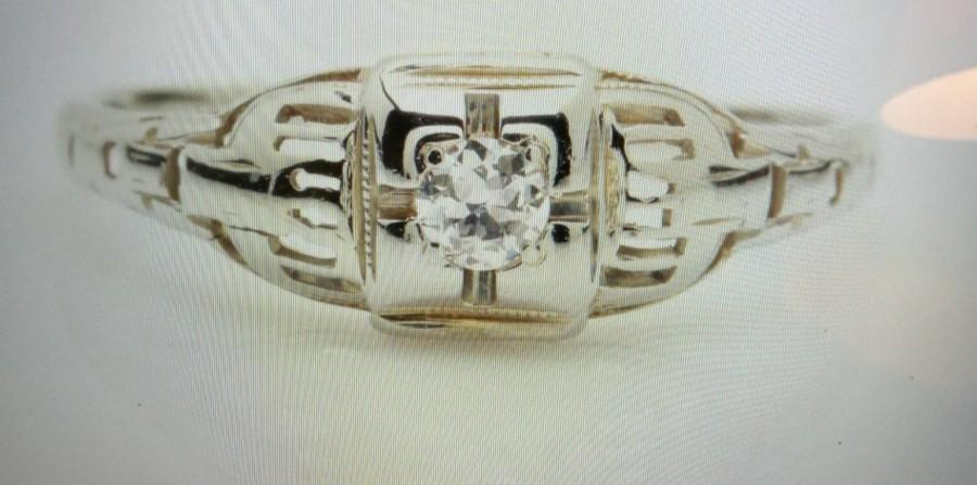 Mariage - Vintage 18K White Gold Diamond Ring with European Cut Diamond!