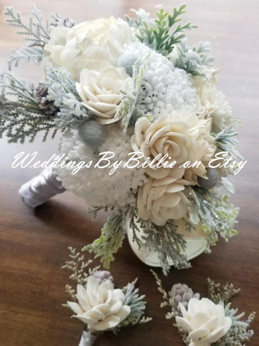 Mariage - Sola Winter White Wedding Bouquet, Winter Wedding Flowers, Silver White Ivory Pine Cones,Woodland Wedding, Sola Flowers, Winter Floral, Sola