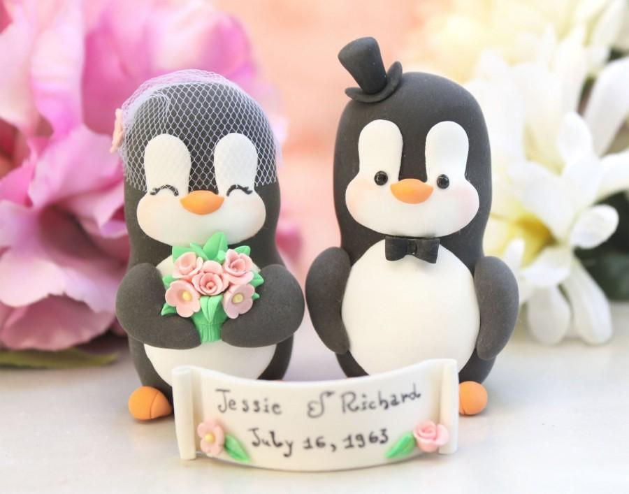 Свадьба - Unique Anniversary Penguin cake toppers - Vow renewal - bride groom figurines silver anniversary gift gold pink animals vintage birdcage
