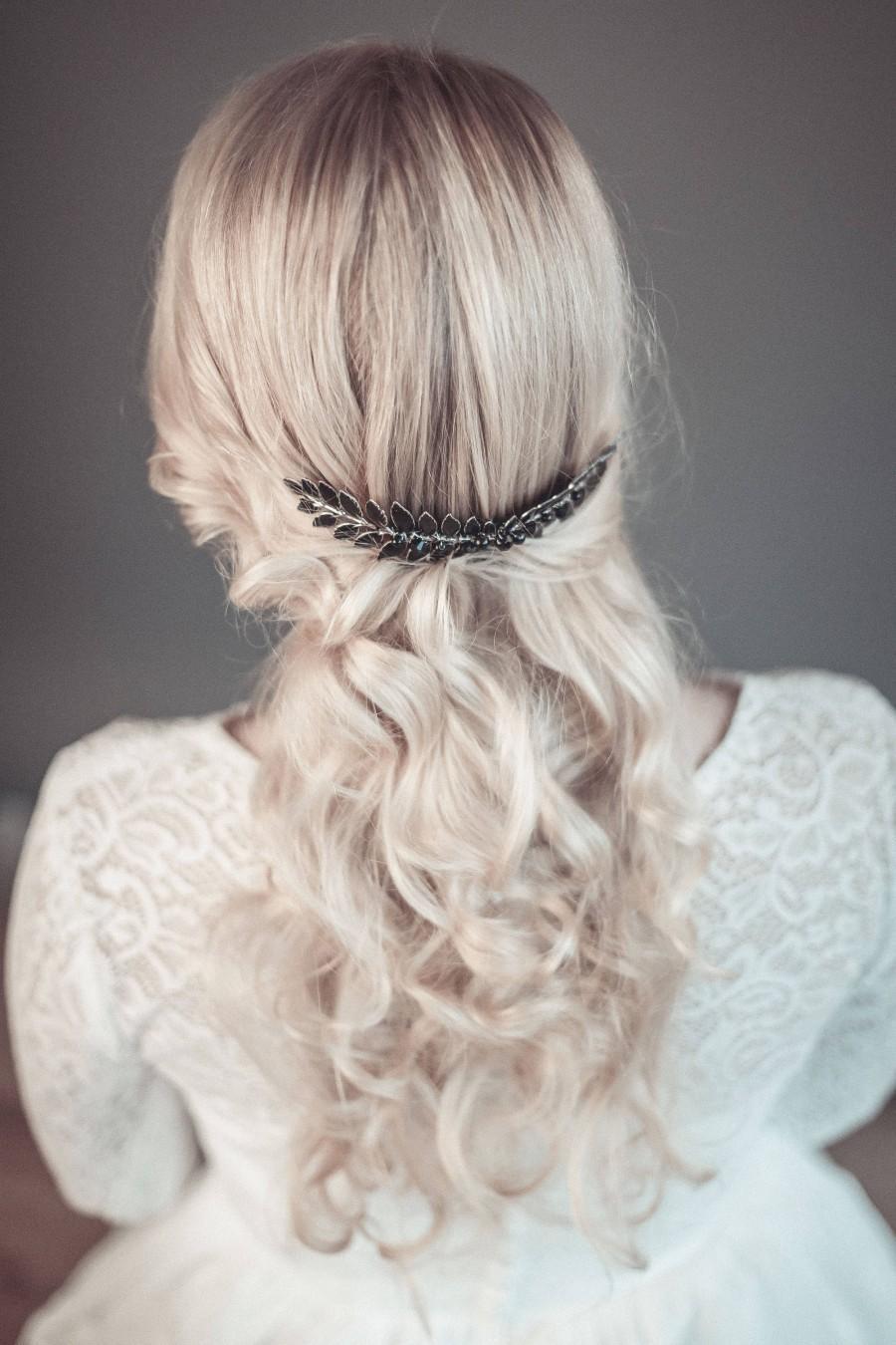 Mariage - Black hair comb, goth bridal hairpiece, black hair accessory, evening hair comb