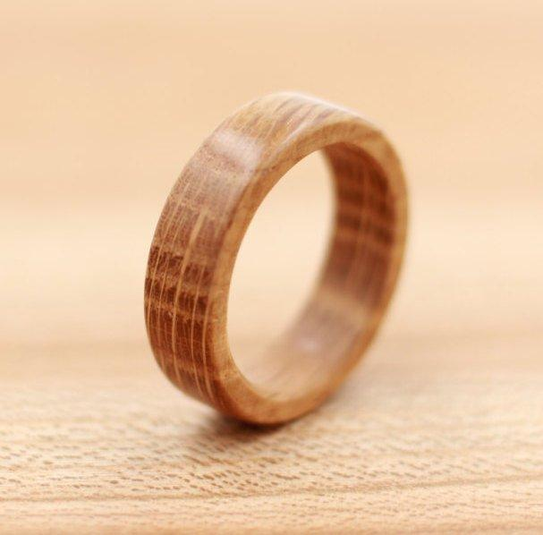 Свадьба - Whiskey Barrel Wood Ring - Custom Wood Ring - Unique Wedding Ring - Wedding Ring - Wooden Ring - Mens Jewelry - 5 Year Anniversary