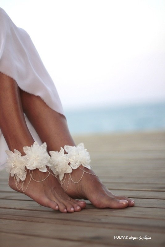 Wedding - Flowers tangled on chain barefoot sandal, beach wedding barefoot sandals, bangle, wedding anklet,nude shoes,ankle cuff