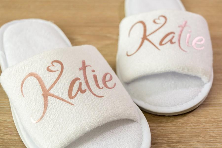 Hochzeit - Name Bridesmaid slippers Personalised Wedding  Slippers name  Bride, Bridesmaid Gift, Bridal Party , Hen Open Toes Spa Slippers 28 colour