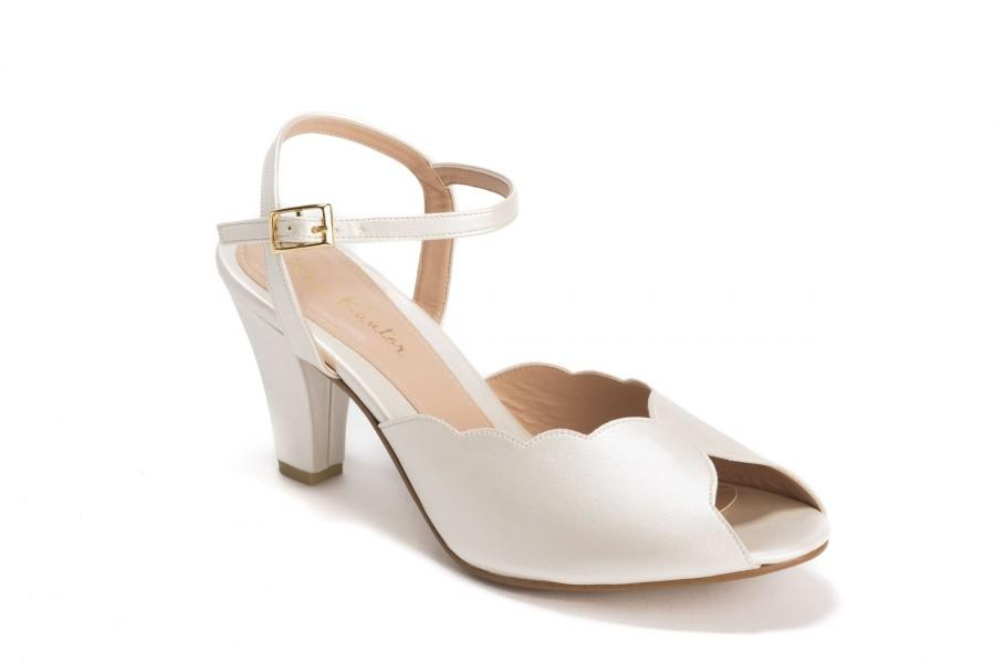 زفاف - Adina Vegan  Bridal Shoes, Ivory High Heel Wedding Sandal with a Vintage Flair