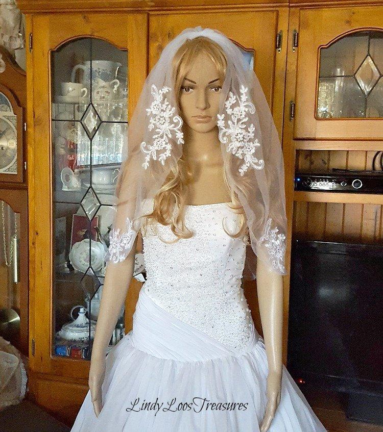 Wedding - Lace Applique Veil, White Veil, Ivory Veil, Wedding Veil, Bridal Veil, Lace Trim Veil, Fingertip Veil, Veil, Lace Wedding Veil, Wedding Veil