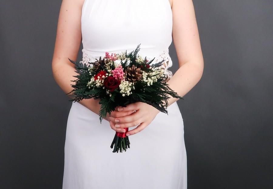Mariage - Winter wedding bouquet pine cones berries real preserved roses red burgundy white greenery real flowers woodland wedding bridesmaid bouquet
