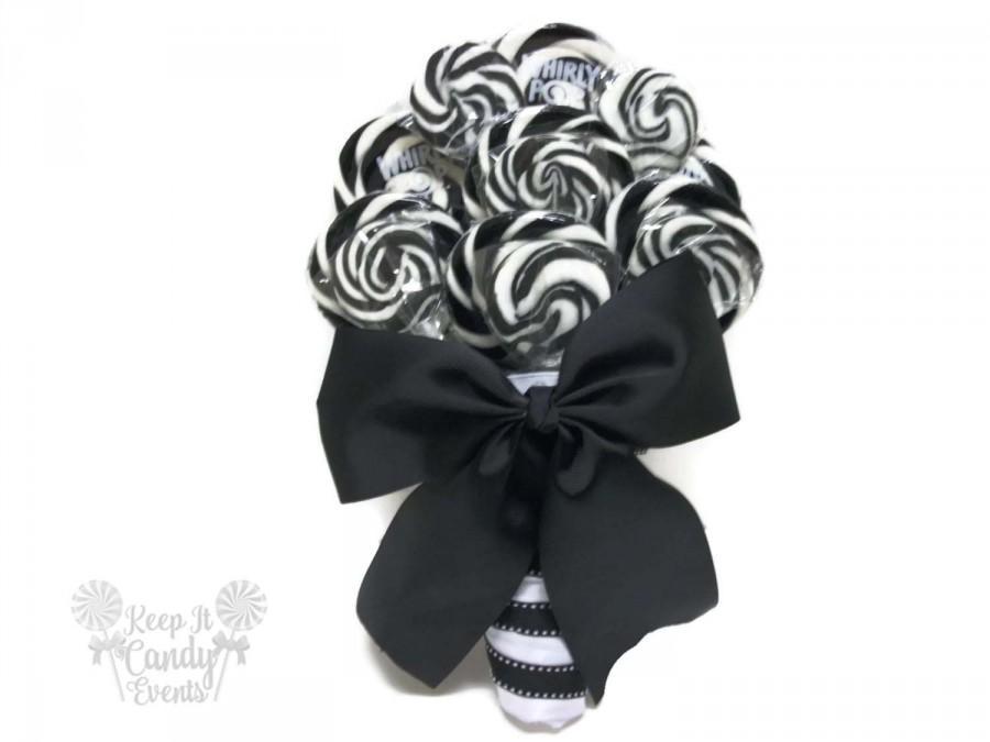 Mariage - Black and White Lollipop Wedding Bouquet,  Black and White Bridal Bouquet, Black and White Wedding, Halloween Wedding Bouquet, Black Bouquet