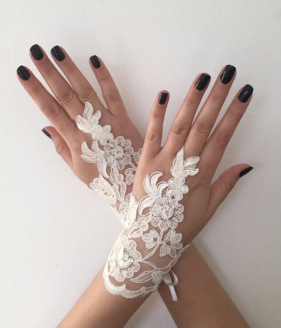 Свадьба - Ivory Bridal Glove Wedding Gloves, lace gloves, Ivory bride glove bridal gloves lace gloves fingerless Unique glove