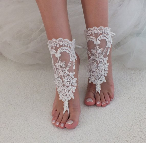 Свадьба - Ivory barefoot sandals, Bridal shoes, Lace sandals, Wedding anklet, Beach wedding lace sandals, Bridesmaid gift, Beach Shoes