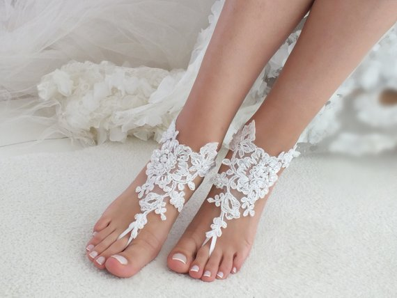 Hochzeit - white or ivory lace barefoot sandals wedding barefoot Flexible wrist lace sandals Beach wedding barefoot sandals Wedding sandals Bridal Gift