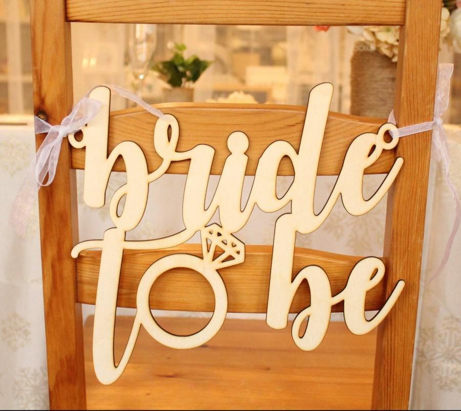 Свадьба - Bride to Be Chair Sign, Bride to Be Sign For Chair, Bridal Shower Chair Sign, Bridal Shower Gift, Bridal Shower Gift Idea, Gifts for Bride
