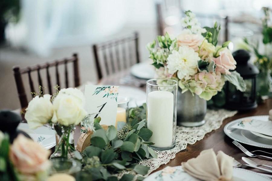 Свадьба - Eucalyptus garland, FRESH, silver dollar and seeded eucalyptus table runner, mixed eucalyptus, greenery garland, greenery table centerpiece