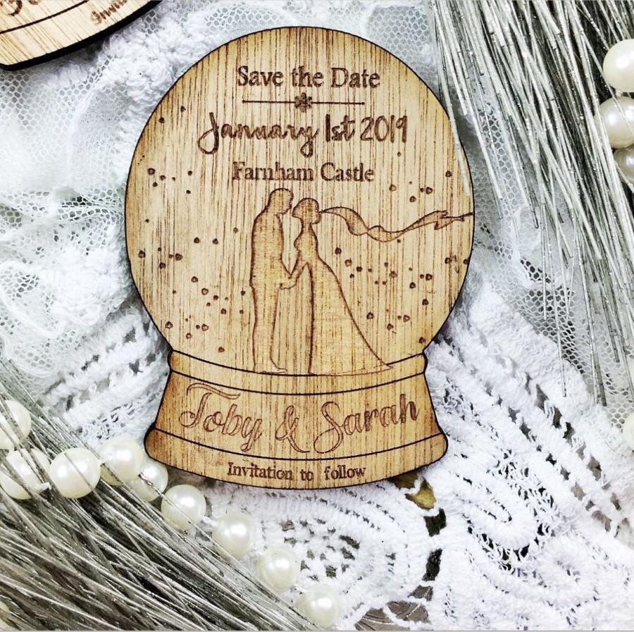 Mariage - Magnet save the date, wooden save the date , Rustic save the date. Winter wedding,   save the date, Christmas save the date, Snowglobe.