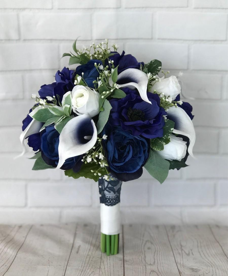 Mariage - Navy bridal bouquet,Wedding bouquet,Bridal bouquet,Navy wedding flowers,Silk flowers,Wedding accessories,Calla lily bouquet,Something Blue