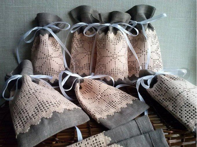 Mariage - Linen gift bags 8 pcs, Natural linen bag, Wedding favor bags, Linen Bags with Lace, Small linen bags. Christmas bags Gift Bags. Lace bags